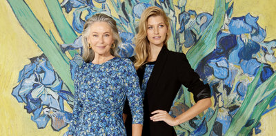 Kleding van Anthea Crawford, geïnspireerd op Van Goghs Irissen.